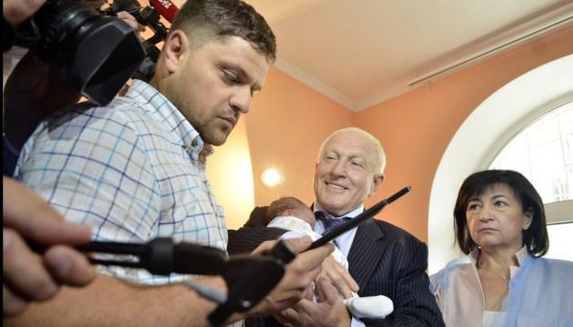 Свидетельство о рождении через планшет - Минюст запустил пилотный проект