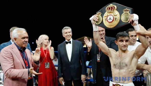 Артем Далакян нокаутував Сірічая Тайєна і захистив чемпіонський титул