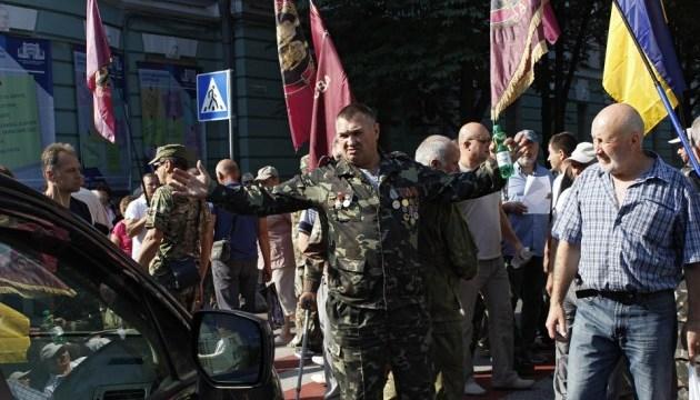 """Под Радой митингуют """"афганцы"""" - перекрыли улицу Грушевского"""