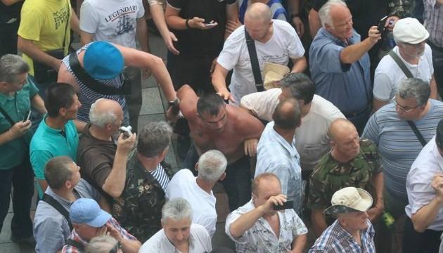 Столкновение под Радой: в полицию доставили участника протеста