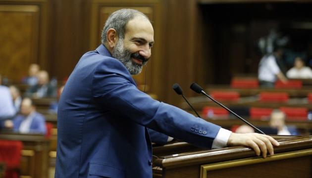 Президент Вірменії привітав Зеленського та побажав йому успіхів