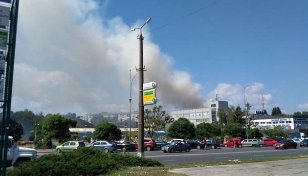 У Броварах горить п'ятиповерхівка - жителів евакуюють