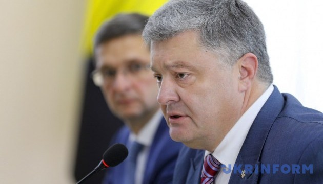 Poroshenko congratulates public servants on professional holiday