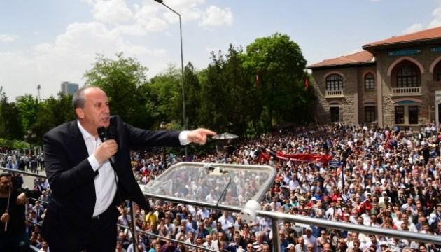 У Туреччині на підтримку головного суперника Ердогана вийшли 2,5 мільйона