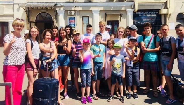 На отдых в Одессу отправились еще 44 ребенка с Донетчины