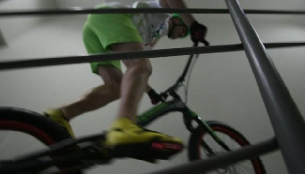 Поляк встановив у Києві рекорд зі сходження на хмарочос велосипедом