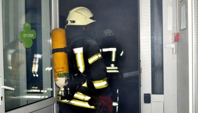 В Одессе ночью загорелись линии электросети по всей высоте 16-этажки