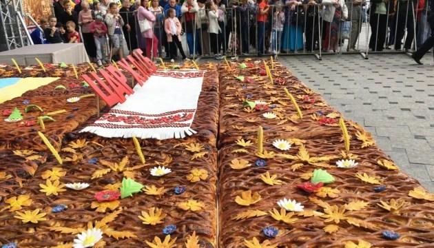 В Бердичеве испекли 240-килограммовый пирог