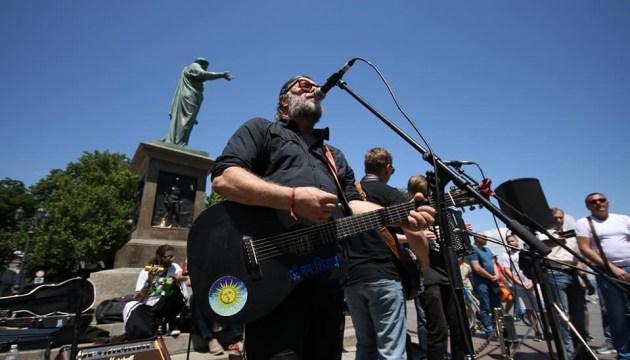 Гребенщиков устроил уличный концерт в Одессе