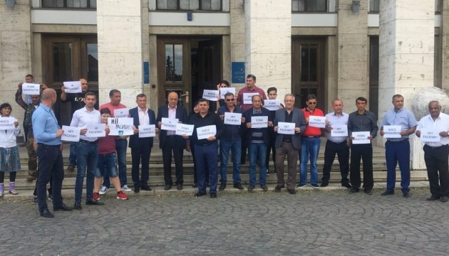 В Ужгороде ромы вышли на протест из-за погрома