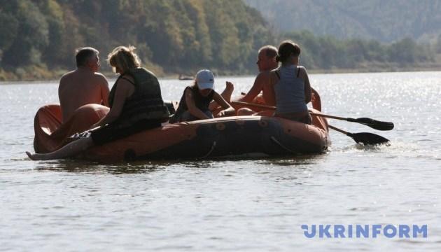 Сплав по Днестру: новый туристический маршрут опробовали на Буковине