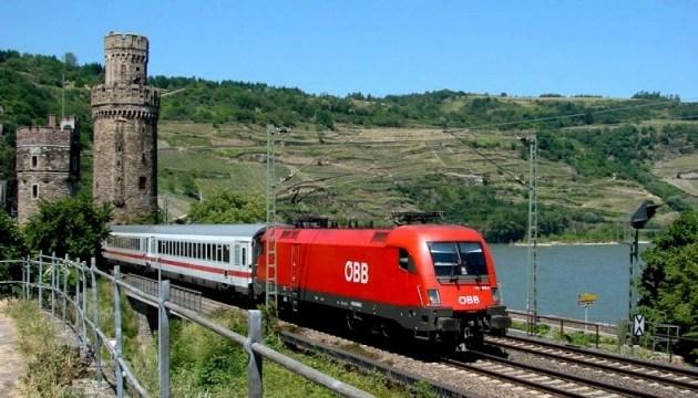 В Австрии с рельсов сошел пассажирский поезд