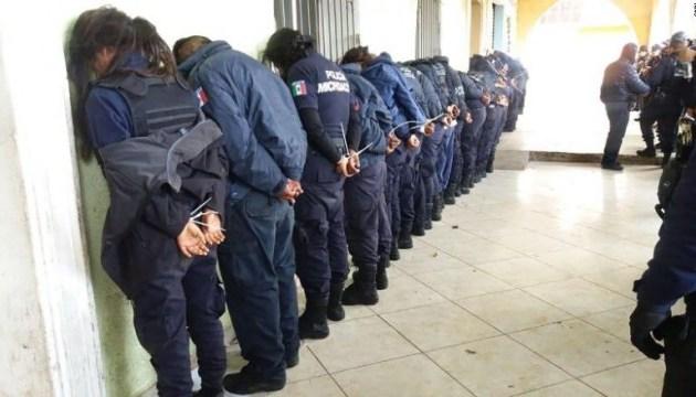 В мексиканском городе Окампо задержали всех полицейских