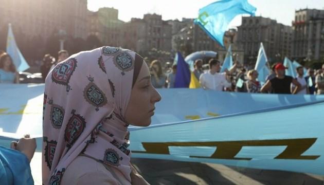 У Києві ходою і автопробігом відзначили День кримськотатарського прапора