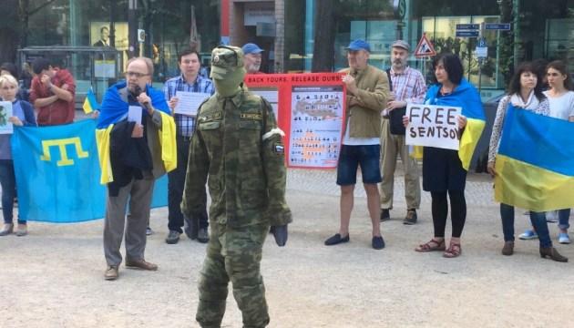 В центре Берлина вновь требовали освобождения украинских политзаключенных