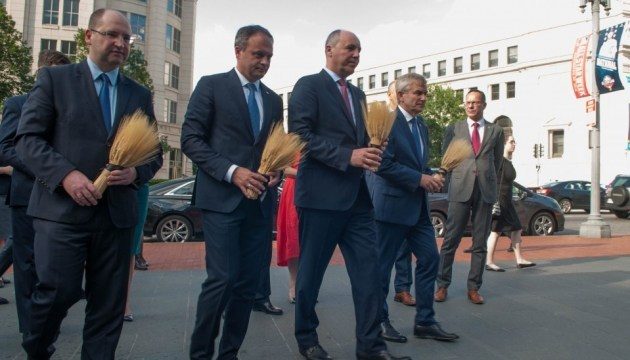 Leaders of parliaments of four countries commemorate Holodomor victims in Washington D.C. Photos