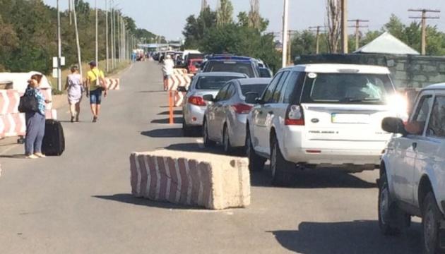 На адмінмежі з окупованим Кримом утворились черги автівок – ДПСУ