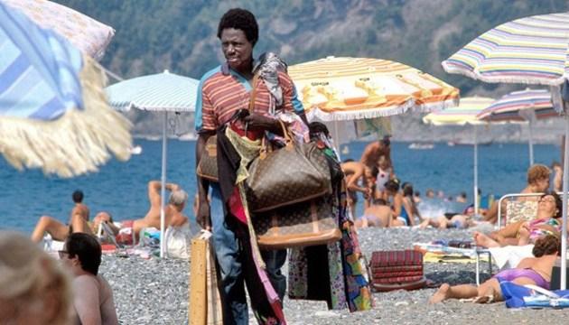В Італії туристів штрафуватимуть за купівлю контрафакту