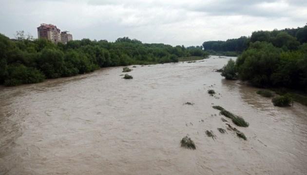 Синоптики предупреждают о подъеме воды в реках Закарпатья