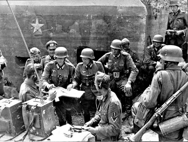 Німецький польовий штаб у одного з захоплених дотів Київського укріпрайону