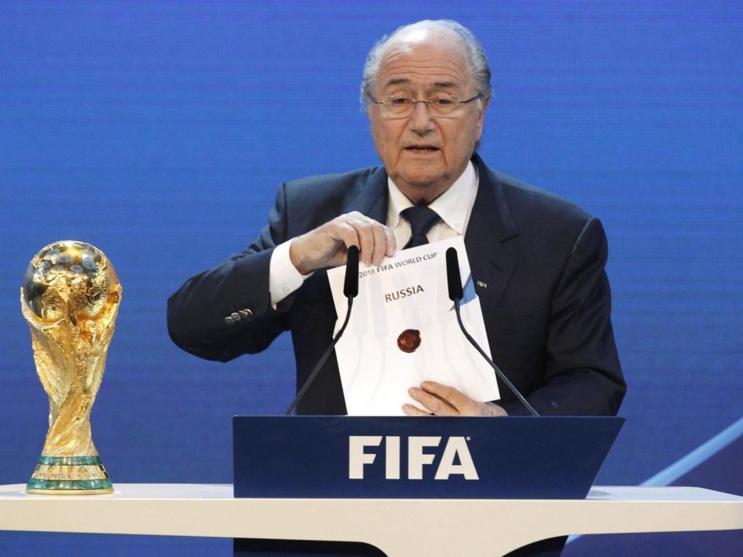 Йозеф Блаттер оголошує країну-господарку Чемпіонату світу 2018 року
