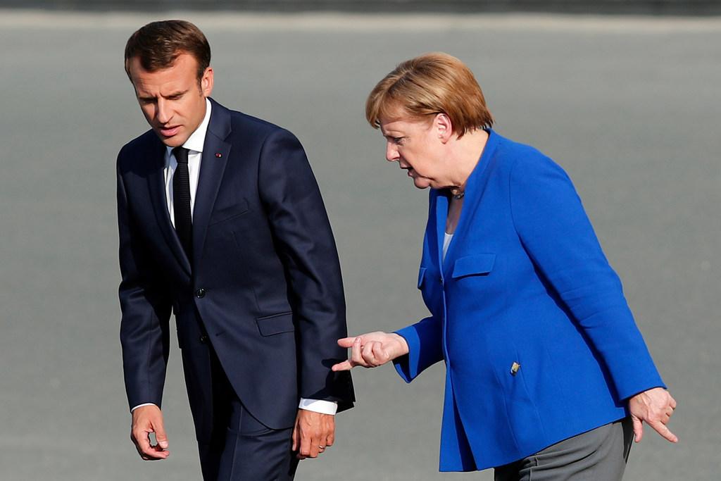 Президент Франції Еммануель Макрон і канцлер Німеччини Ангела Меркель на саміті НАТО (11 липня 2018 року)