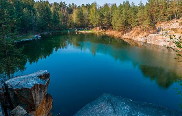 http://news.dks.com.ua/index.php/turizm/20186-kam-yane-divo-prirodi-u-korostishevi-foto