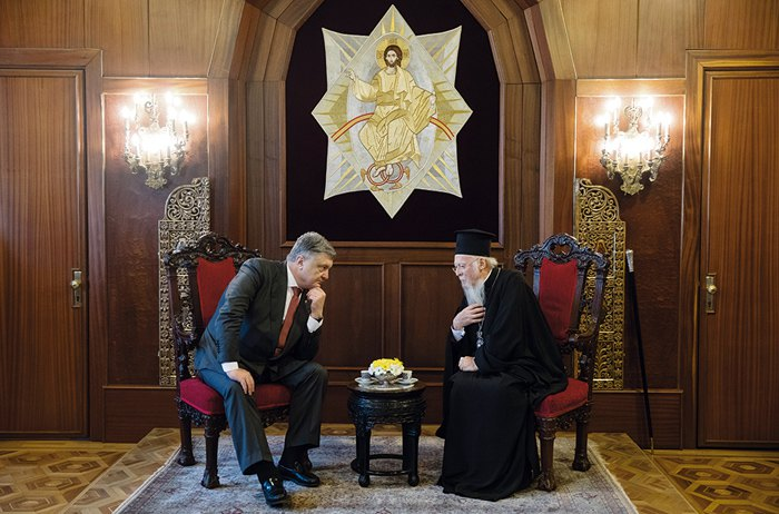 President Petro Poroshenko and Ecumenical Patriarch Bartholomew I during a meeting in Istanbul, 9 April 2018