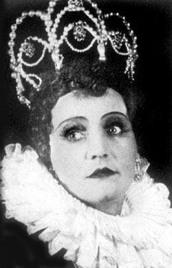 """Наталя Ужвій у ролі королеви Єлізавети у виставі """"Дон Карлос"""", Київ, Театр імені І.Я.Франка, 1938"""