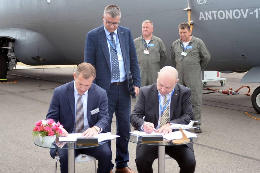 """""""Антонов"""" підписав угоду з """"дочкою"""" Boeing – спільно вироблятимуть літаки"""