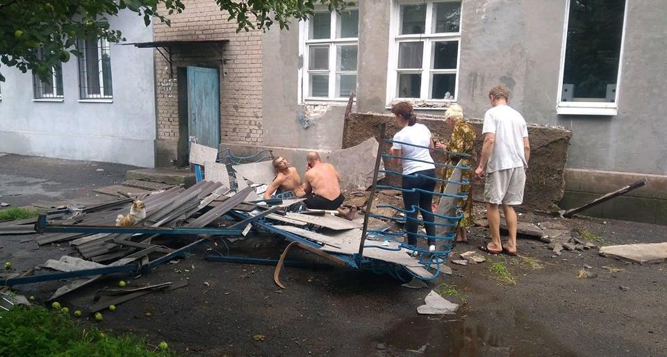 Трагічні заробітки для 3-х прикарпатців: під чоловіками обвалився балкон - один із чоловіків загинув ще двоє травмованих