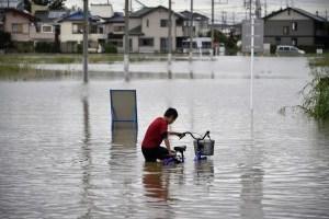 В Японии из-за ливней эвакуируют более 100 тысяч человек