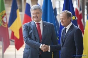 """Порошенко поблагодарил Туска за """"азовский пакет"""" санкций против России"""