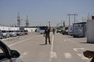 В пунктах пропуска на линии разграничения застряли 245 авто