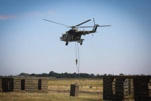 "Präsident Selenskyj wohnt Militärmanöver auf Truppenübungsplatz ""Schyrokyj Lan"" bei"