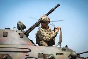 Порошенко просить ВР схвалити допуск іноземних військ на навчання в Україну