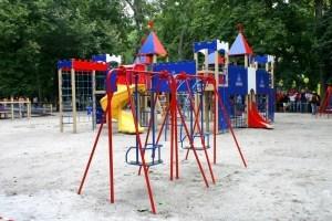 Як убезпечити дітей на майданчиках - поради батькам