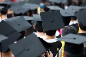 Вместо «красных дипломов»: в МОН говорят, что вузы могут выдавать приложения с отличиями