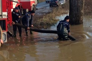 ДСНС: У річках через дощі продовжується підвищення рівнів води