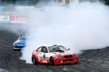Le Championnat de drift de Kyiv: Des voitures hautes en couleurs, des tribunes pleines, des bouffées de fumée