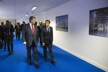 Poroshenko habló con Macron sobre la liberación de Súshchenko, Sentsov y Balukh