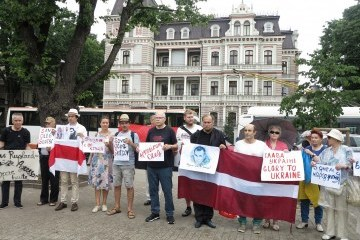 Активісти Латвії привітали українського режисера Олега Сенцова з днем  народження db4a3061c3559