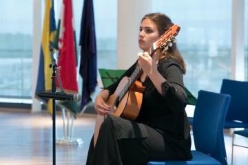 Учениця з Донеччини перемогла в міжнародному конкурсі класичної гітари в  Угорщині 297f61eeca3b8