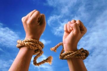 Aujourd'hui marque la Journée mondiale de la lutte contre la traite d'êtres humains