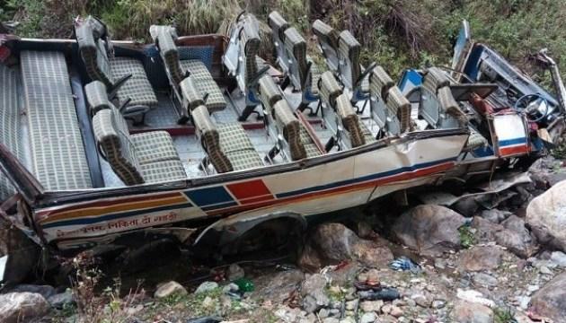 В Индии автобус упал в пропасть, 40 погибших