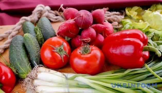 Свіжі овочі та фрукти: користь vs ризик