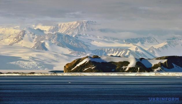 Площа морського льоду в Антарктиці знизилася до рекордно низького рівня