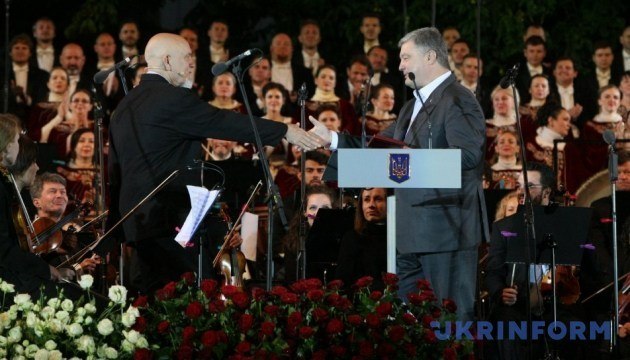 Poroshenko presents actor John Malkovich, conductor Riccardo Muti with state awards. Photos