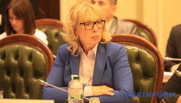 Денисова о КК: Сепаратистам передают посылки, а украинцев - не посещают