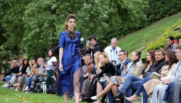Oxana Karavanska présente sa nouvelle collection Haute Couture lors du Leopolis Jazz Fest
